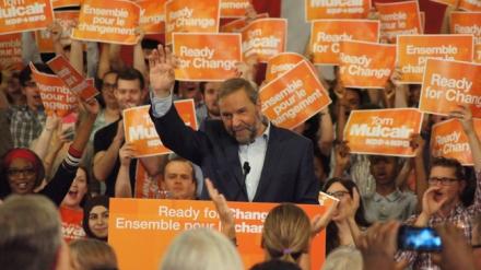 Sur la photo, le chef du Nouveau parti démocratique (NPD), Thomas Mulcair, a rassemblé ses députés et les militants néo-démocrates le mercredi soir 17 juin 2015 à Ottawa, réitérant, dans un discours à saveur électorale, de nombreuses promesses en prévision des prochaines élections, tout en s'attaquant à la performance du gouvernement conservateur. CHARLES-ANTOINE GAGNON/AGENCE QMI